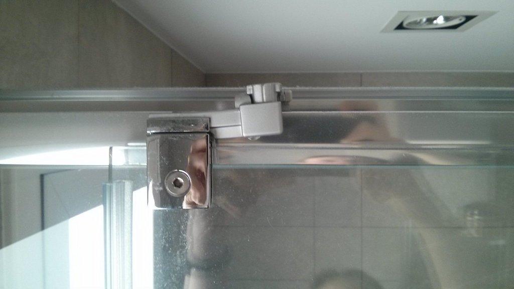 Como instalar una mampara de ducha hacer bricolaje es - Como hacer una mampara ...